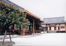 Le temple Shogoin à Kyoto, au fond le bâtiment pour la cérémonie du feu : Goma-dô.